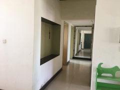 出租3室3厅2卫116m²中档装修住宅