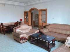 思邈公寓步梯三楼3室2厅2卫134m²中档装修800元每月