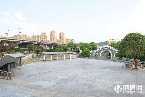 名河鑫都附近浏阳思邈公园的洗药桥广场改造工程已进入收尾阶段